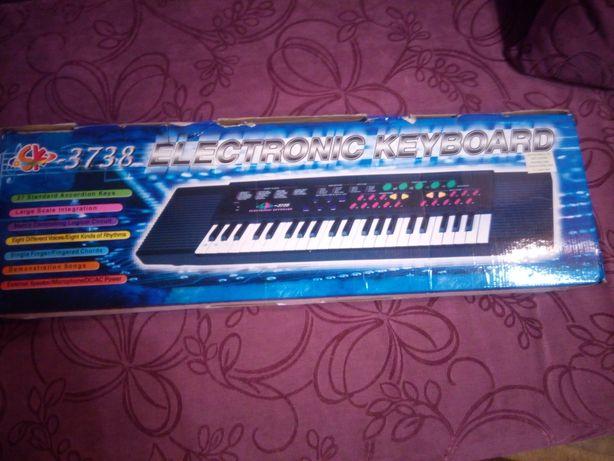 Пианино детское.