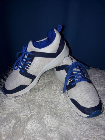 Продам кроссовки детские. р - р 34-35.по стельке 22 см.