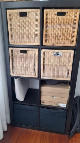 Estante Ikea Kallax 4x2 com 4 cubos em palhinha