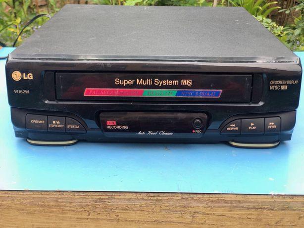 Видео магнитофон LG W162W.