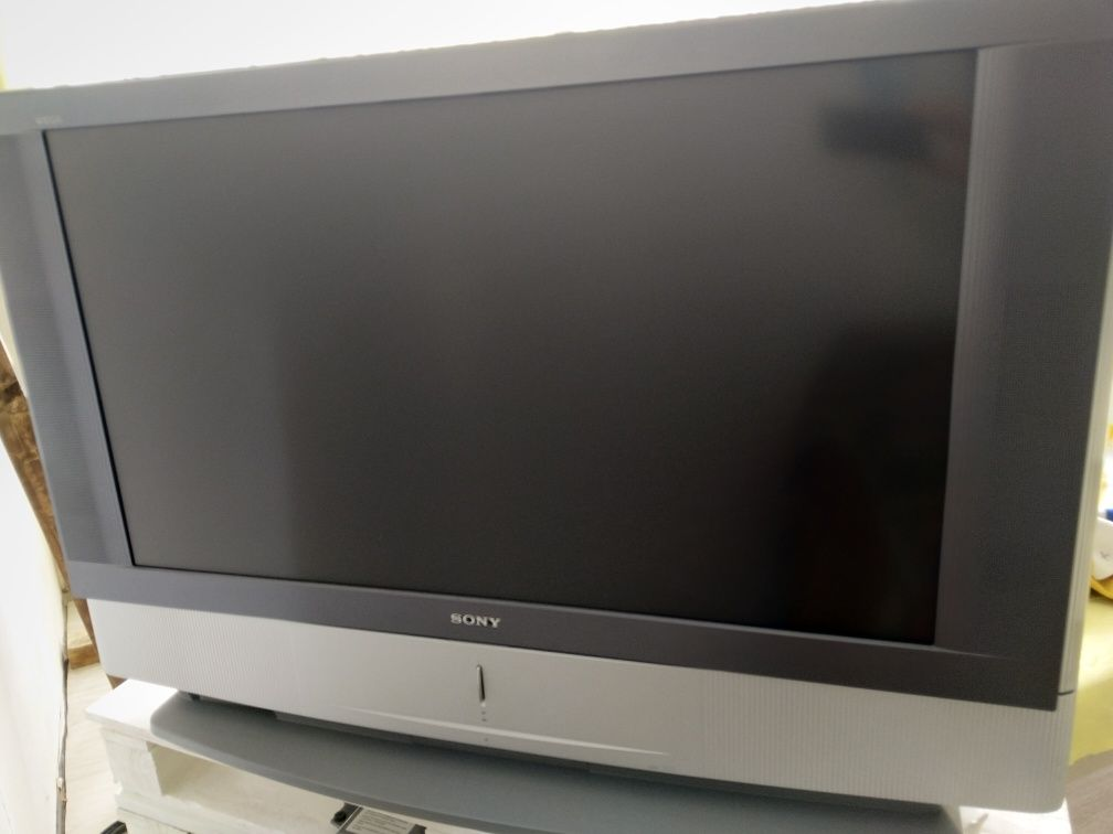 Televisor Retroprojetor LCD Sony KF-42SX300.