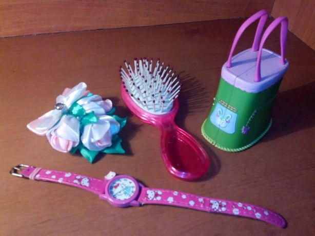 Подарочный набор(часы Hello Kitty, расческа,заколка ручн работы, игруш
