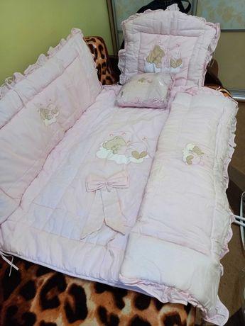 Покривало на ліжечко немовляти