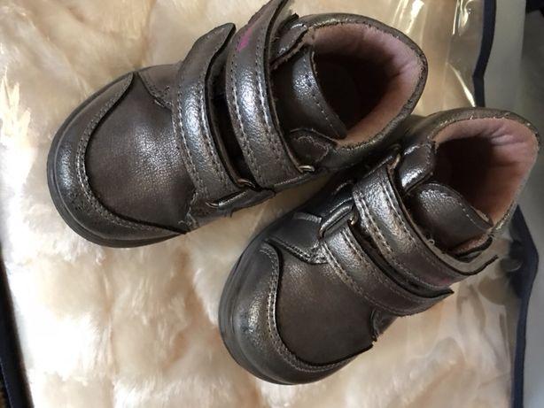 Продам ботиночки детские на осень 20 размер