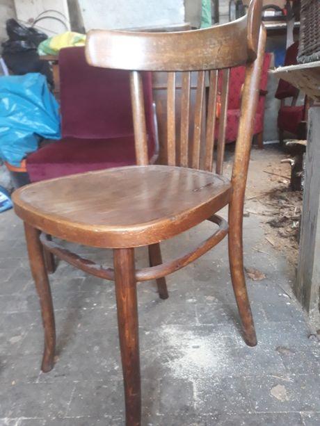 Stare gięte krzesła drewniane