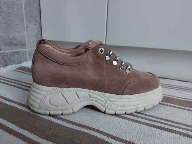 Super buty na platformie Roots 38