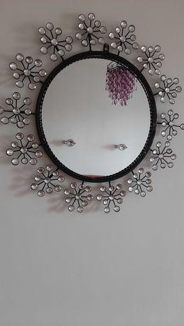 Sprzedam lustro z pięknymi zdobieniami.