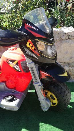 Carro criança elétrico ( mota 3 rodas) com bateria - 3 - 7 anos