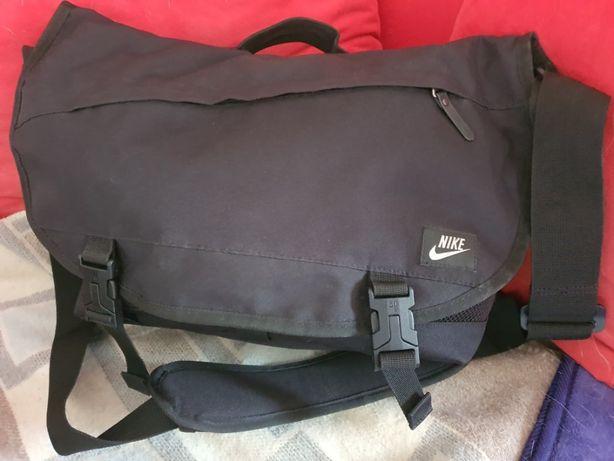 Nike młodzieżowa torba na laptopa