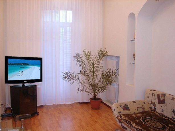 Аренда стильной 2к квартиры в Центре, 52м2 Печерский Саксаганского 12а