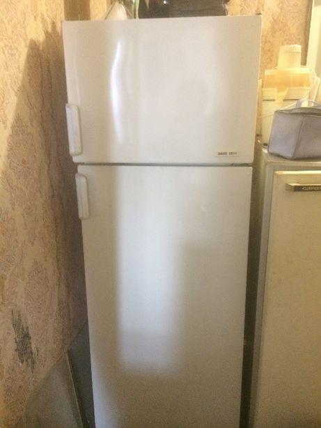 Холодильник ZANUSSI двухкамерный. Для маленьких помещений!