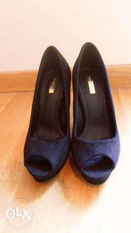 Sapatos de salto alto (modelo vintage)