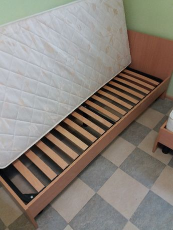Продам Б.У кровати: односпальные без матрацов  размер 80х190