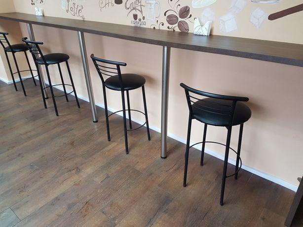 Стол. Кофейня. Кафе. Стойка для посетителей.