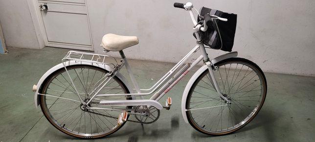 Bicicleta de senhora restaurada