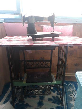 швейная машинка рабочая в хорошем состоянии