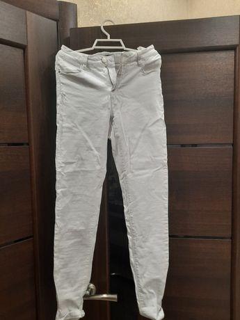 Продам белые джинсы скини