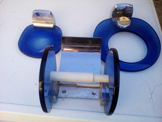 conjunto de 3 toalheiros em vidro azul
