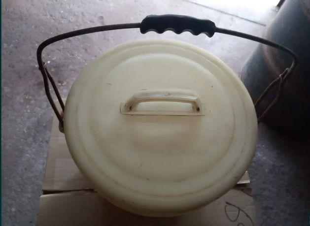 Ведро пластиковое с крышкой