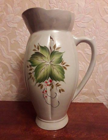 Большая ваза в виде кувшина