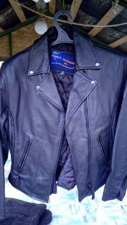 Кожана жіноча куртка