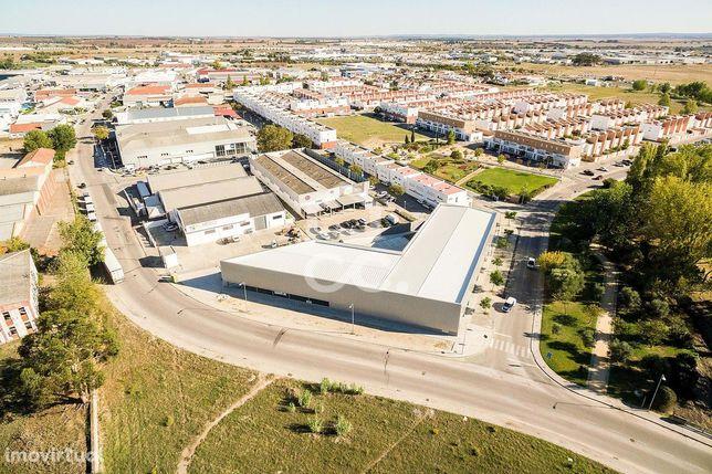 Espaço comercial ou armazém com 2808 m2 | Évora