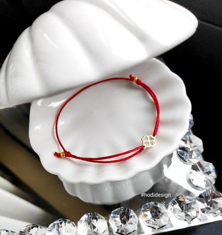 bransoletka sznurku koniczyną i kulkami kulki regulowana czerwona