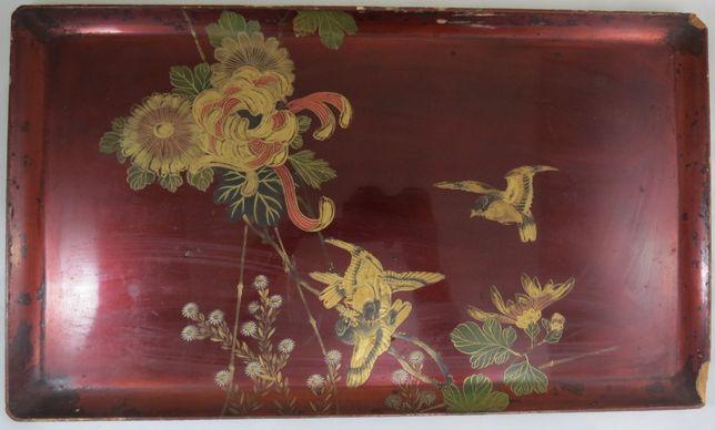Tabuleiro Japonês lacado decorado com flores e pássaros; Período Meiji