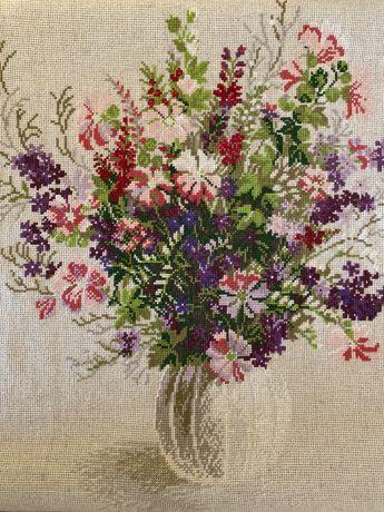 Вышитая картина «Цветы в вазе»