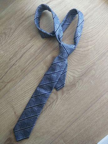Krawat w pasy z Pako Lorente