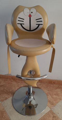 Cadeira de corte para crianças.