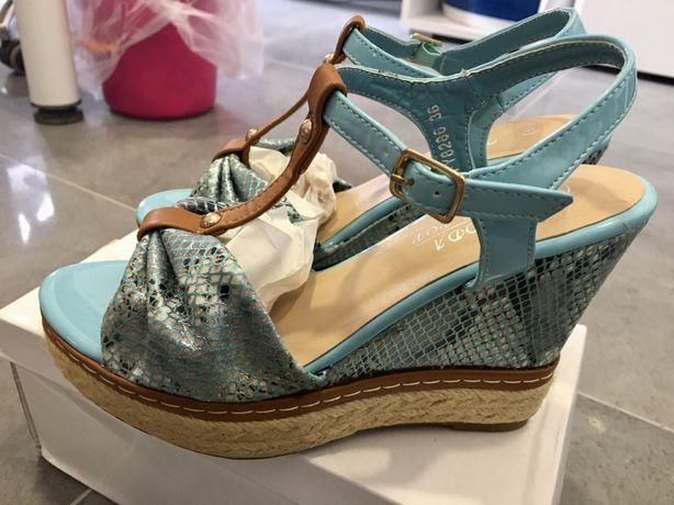Śliczne niebieskie sandały koturny 36