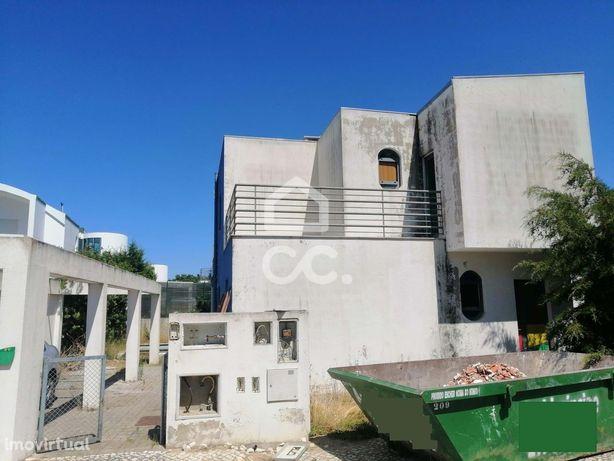Moradia T4, isolada, no condomínio Palmela Village, Quinta do Anjo