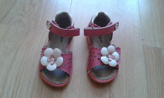 Sandałki dla dziewczynki Wojtyłko,  rozm.  22.