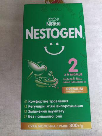 Продам смесь Nestogen 2