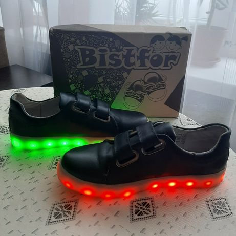 Светящиеся кроссовки Bistfor