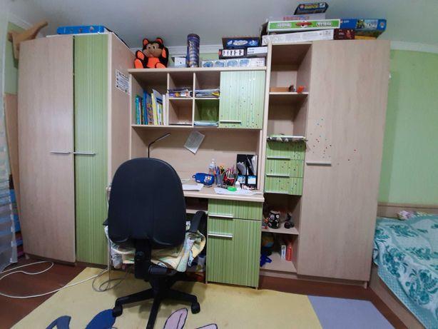 Продам дитячу спальню (Стінка плюс ліжко)