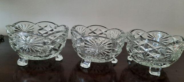 3 taças para aperitivos em vidro trabalhado (vende um particular)