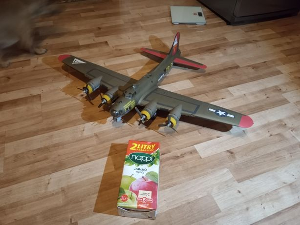 model kartonowy bombowca