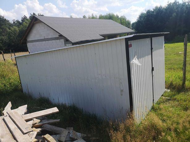 Garaż blaszany o wymiarach 3x5
