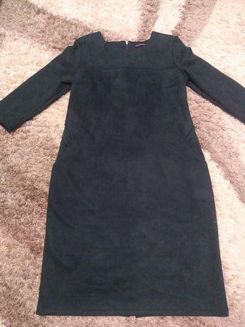 Платье - футляр изумрудного цвета