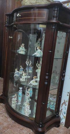 Móvel de vidro tipo cristaleira