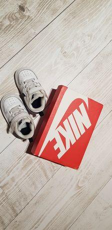 Adidasy Nike 21...
