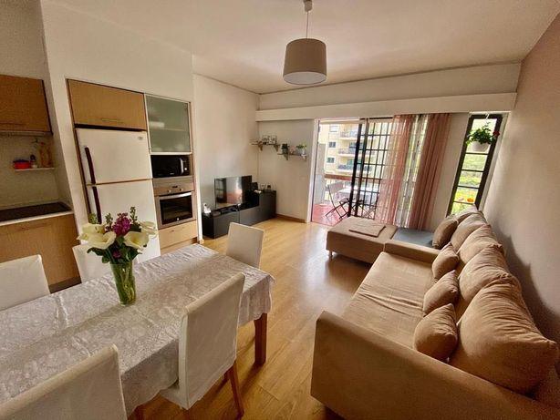 Apartamento moderno mobilado em Zona Nobre de Estoril
