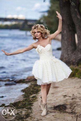 Короткое игривое свадебное платье для современной невесты!