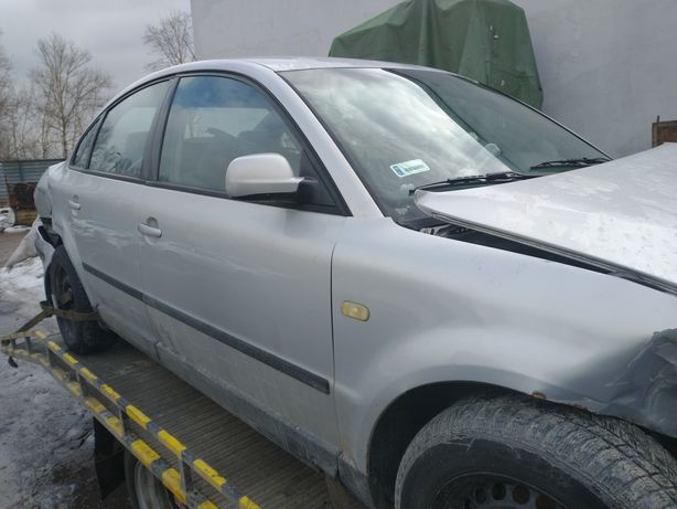Volkswagen Passat B5 cały na części błotnik zderzak lampa drzwi itp