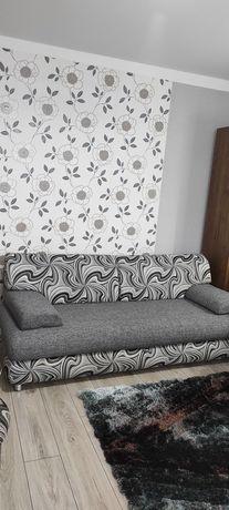 Ładna sofa kanapa rozkładana i dwie pufy