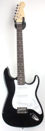 Электрогитара в формi страт Stratocaster