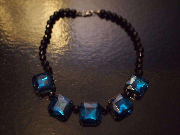Gargantilha azul turquesa