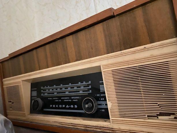 Продам радиолу Рекорд-65